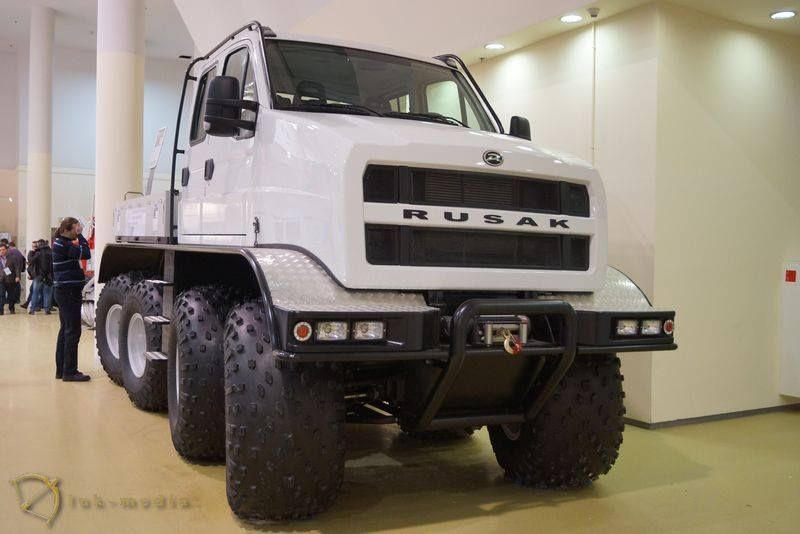 RUSAK-8x8-Amphibious-Truck-1