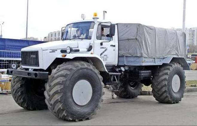 GAZ-Mammoth-4x4-Monster-Truck