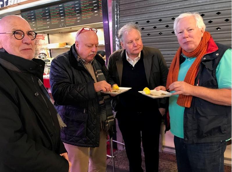 Markt-na-het-eerste-maal-toch-nog-wat-visjes-eten-Hub-Ton-Frans-Gerrit