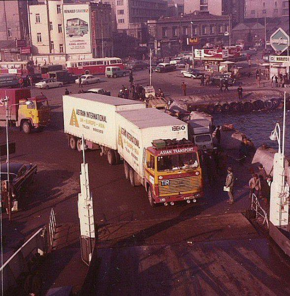 Scania-bij-de-ferry-in-Istanbul