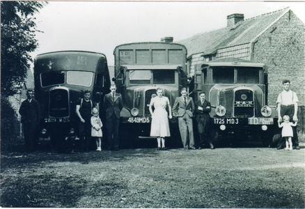Mr-Robert-Mestdag--zijn-vrouw-en-kinderen--3-vrachtwagens-trucks--st--vincent-van-paul-en-de-3-chauffeurs