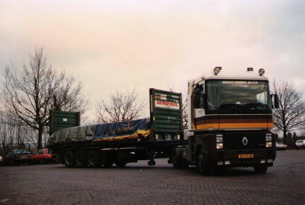 Charter-Hoekstra--bij-Hegeman-reden-met-2-Renault-AE-in-de-containers-kwamen-uit-Friesland