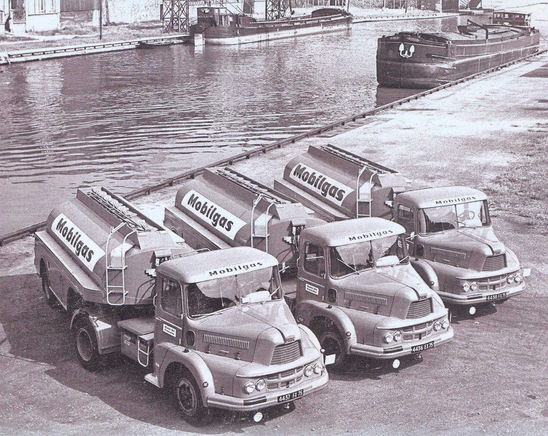 UNIC-ZU-66-TB-mobil-gas-bij-Du-canal-L-Ourq-a-Paris