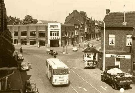 Volvo-aan-het-lossen-in-Maastricht