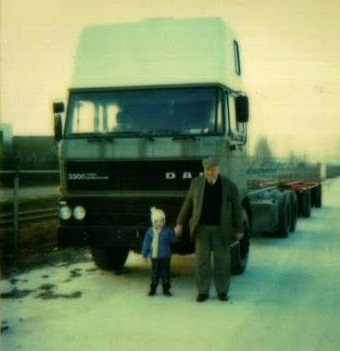 1981-opa-nicola-met-kleinzoon-nicolaas