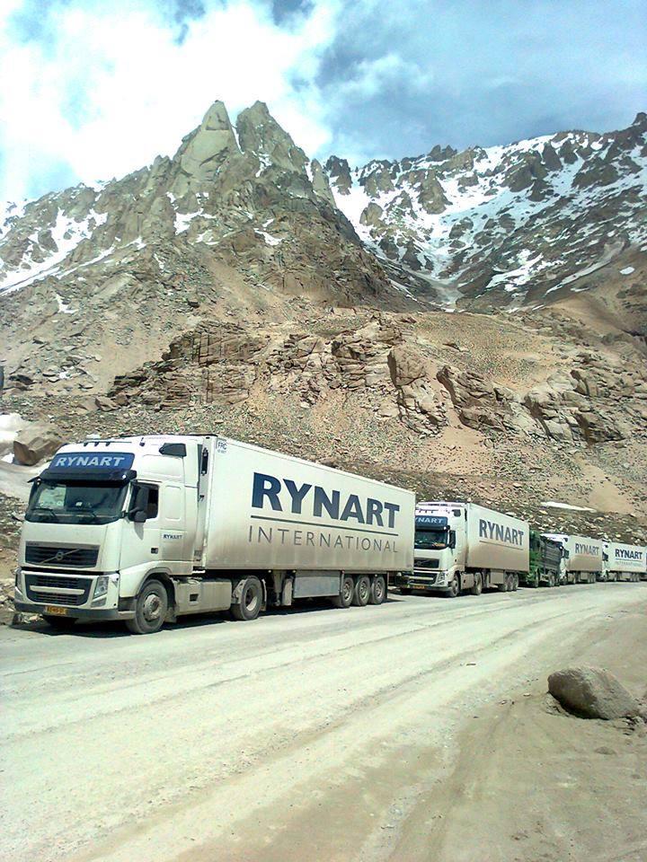 2015-Volvo--in-de-bergen-tussen-Uzbekistan-en-Afganistan