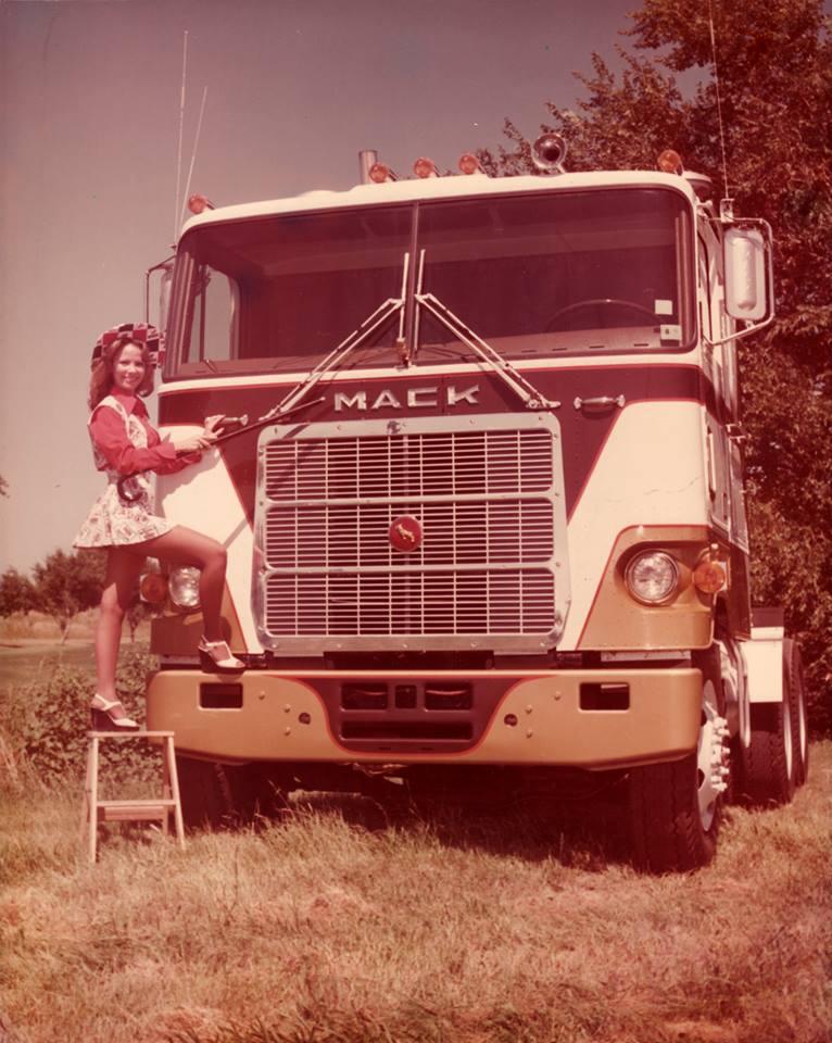 Mack-F_700