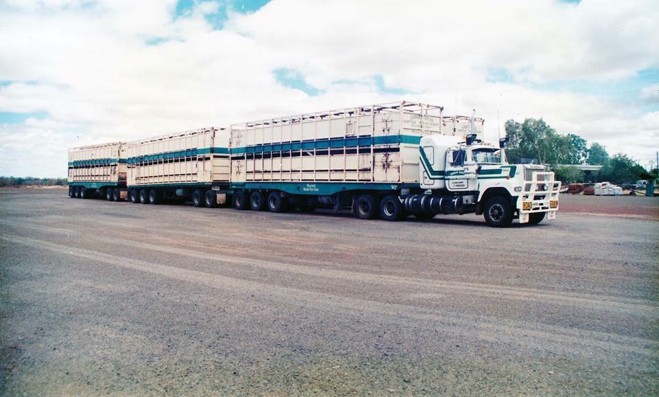 Mack-Road-Train-Australia[1]