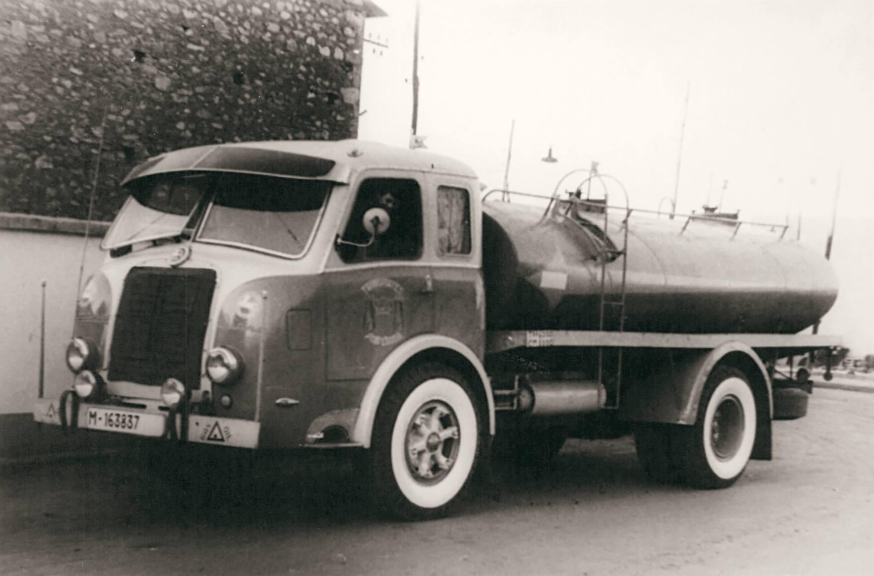 Pegaso-met-wangen-140CV-jaren-50-transport-Antonio-Vidal-Ramos