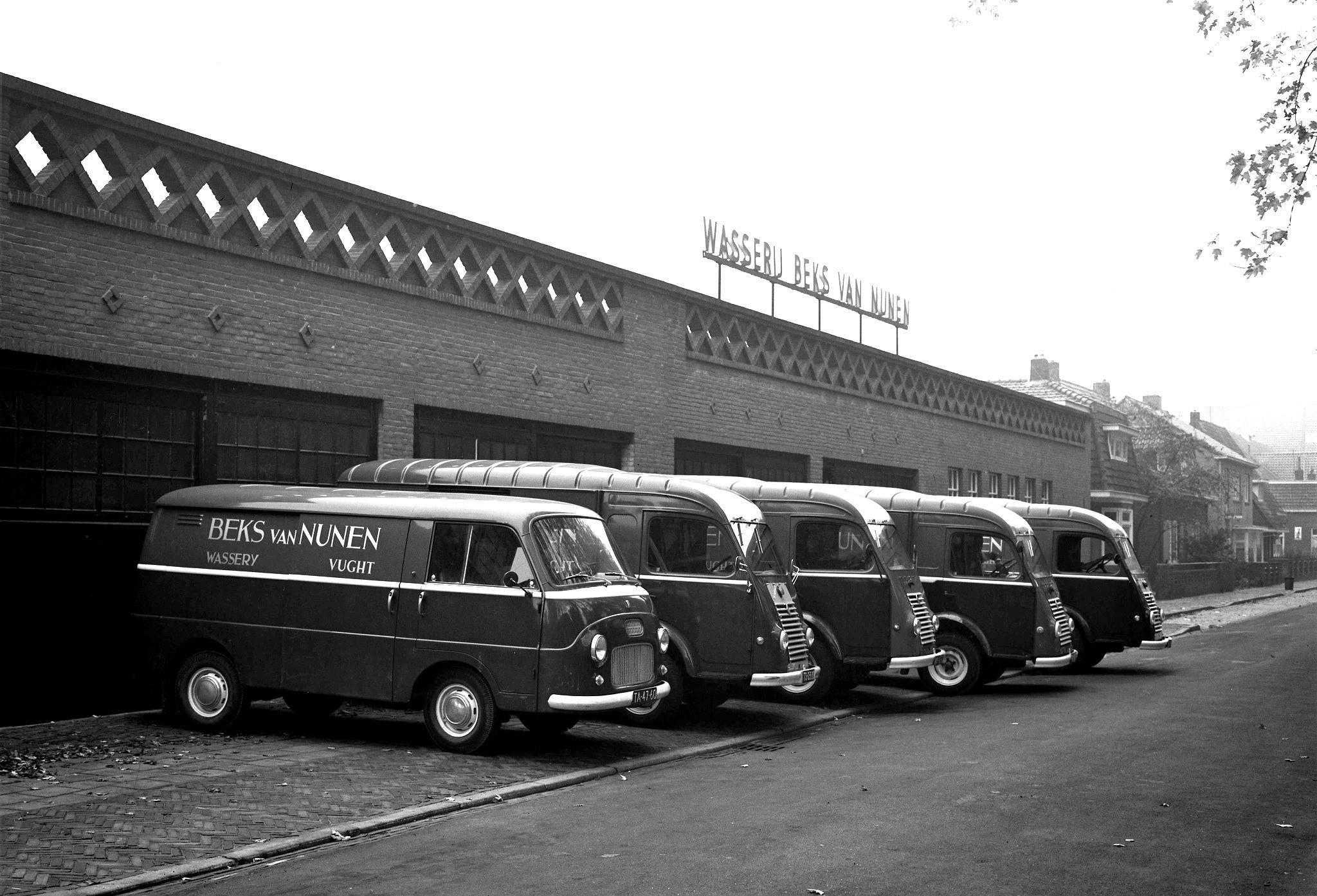 1964-Vught-Wasserij-Beks-van-Nunen-Fiat-1100T-en-Renault-Goelette