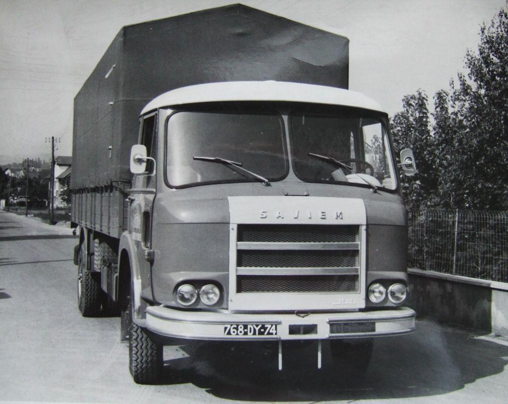 Un-porteur-bache-JL20