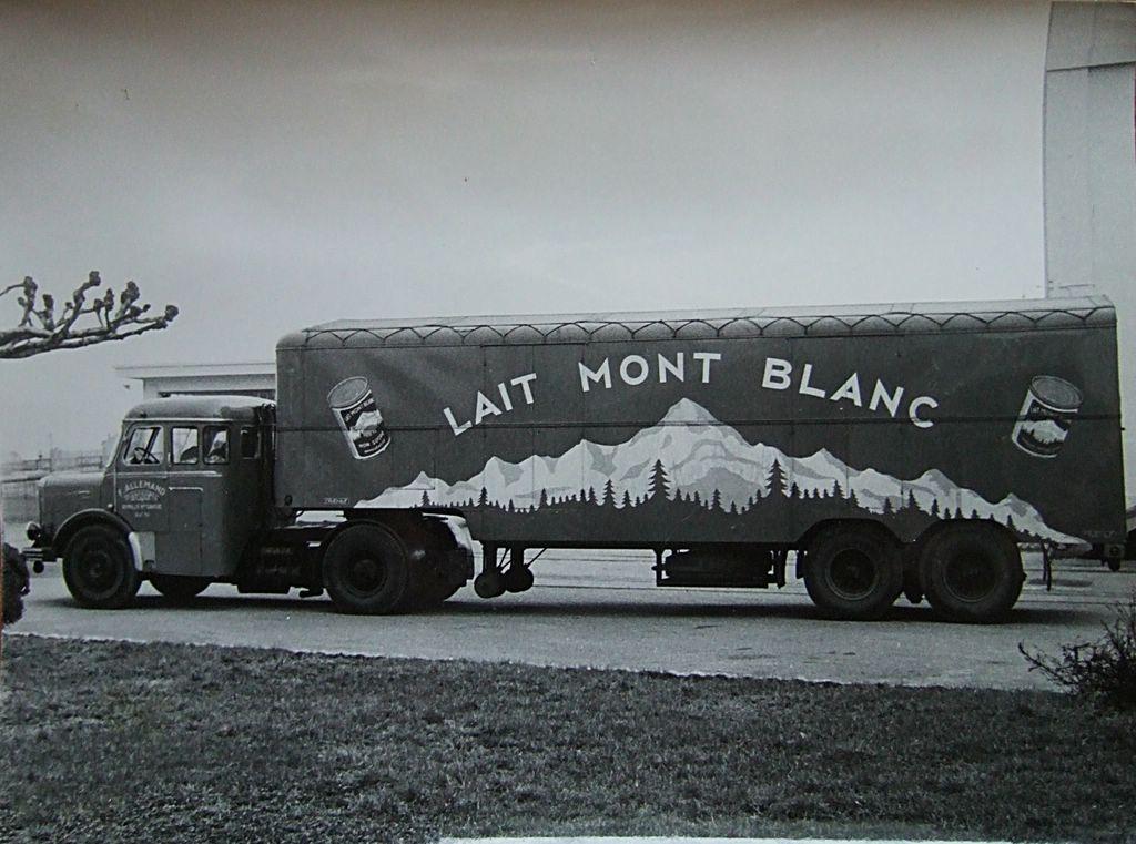 Encore-une-belle-pub-pour-le-lait-Mont-Blanc-avec-cette-semi--visblement-attelee-a-un-Bernard-T150-35