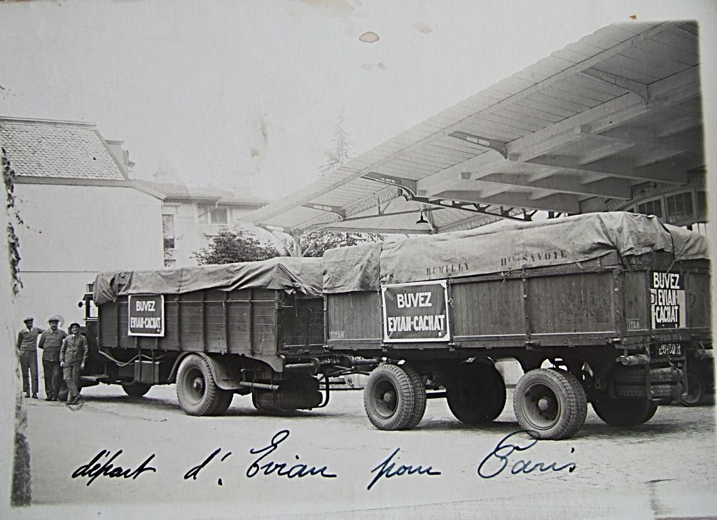 On-a-du-mal-a-imaginer-de-nos-jours-le-temps-quil-fallait-a-ce-camion-remorque-pour-effectuer-un-aller-retour-Thonon-Paris