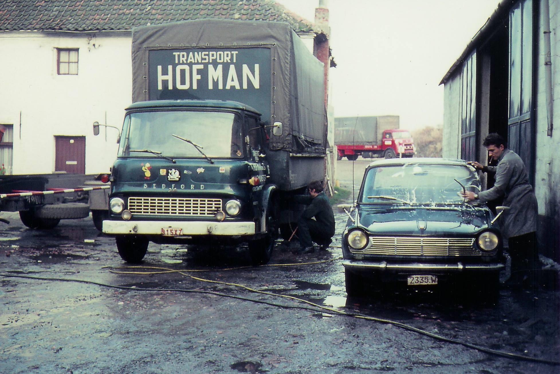 Bedford-1970-Nonkel-Andre-wast-de-simca-1000-archief-Johan-Hofman