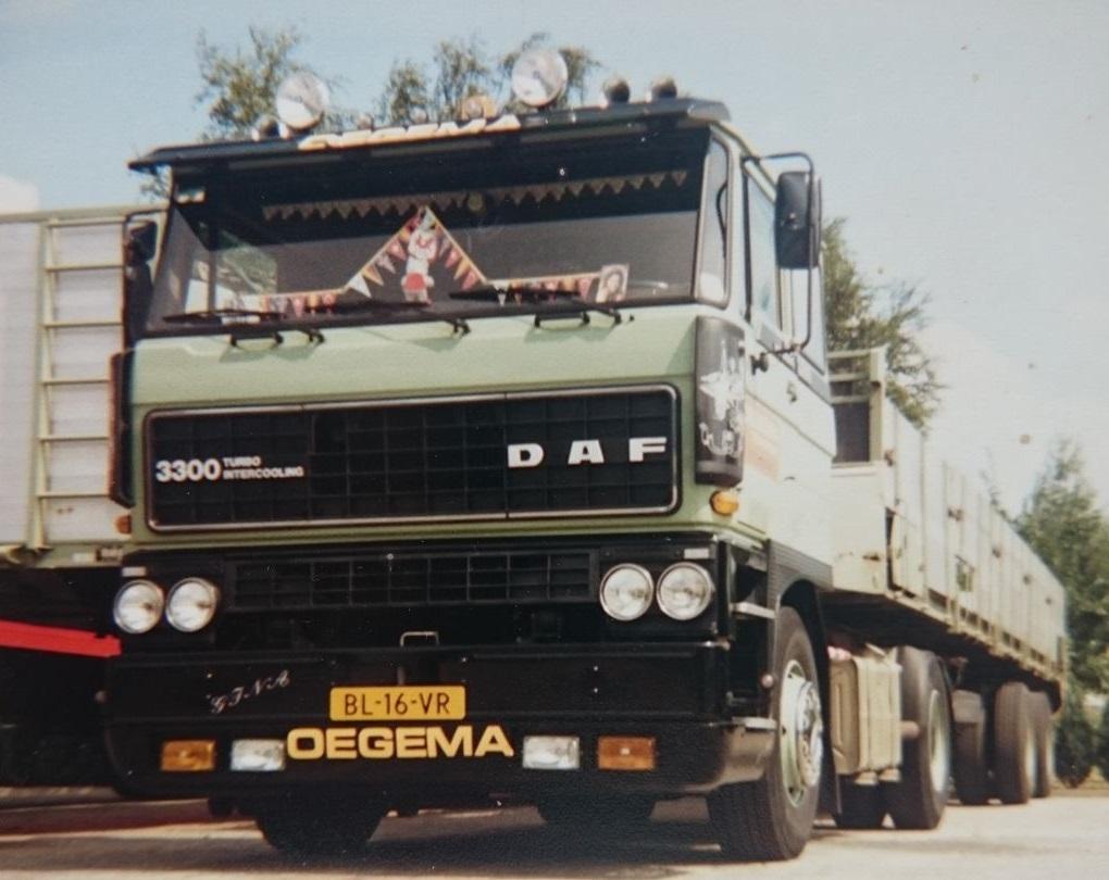 DAF-3300-Arend-Strampel