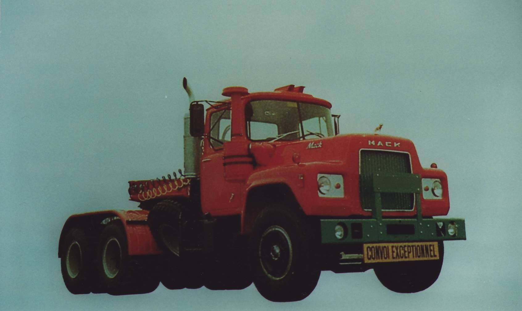 Mack-F-700