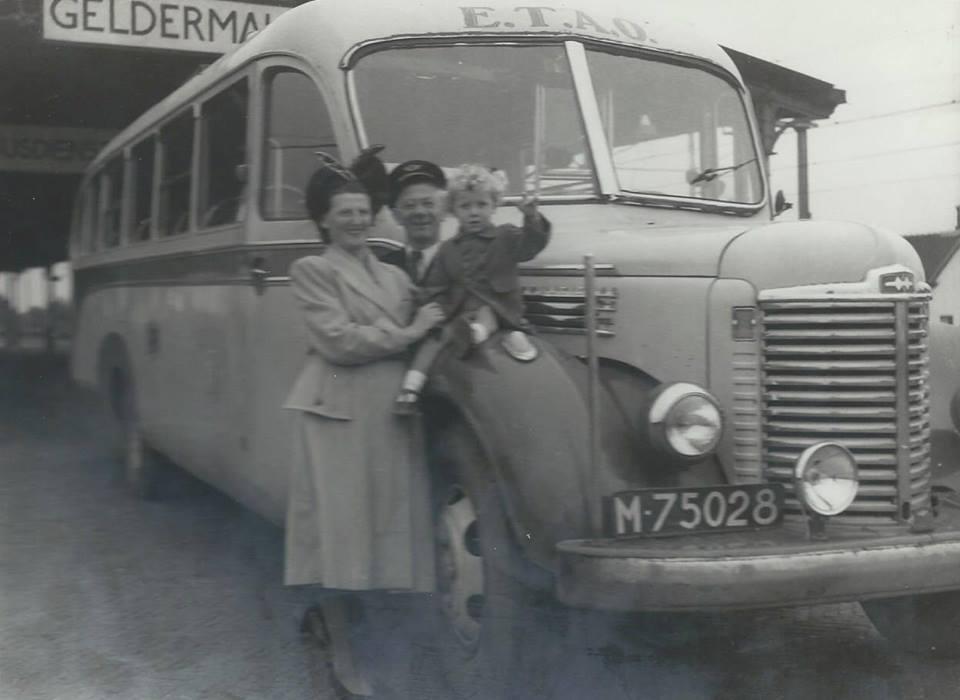 ETAO-Tiel-International-Carr-Roset-bj-1947-tot-1959-37-zitpl-5-staanplaatsen-hier-in-Geldermalsen