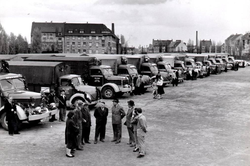 Essen-Holleplatz-Viktor-Niehuser--25-jaar-bestaan-1954