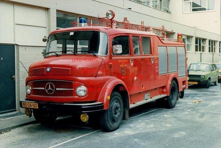 1970-Heerlen-Mercedes-Benz-LF911-Kronenburg-autospuit-cap-2800L-pm