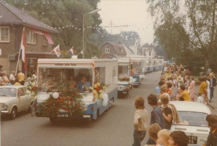 Ermelo-1970-optocht-SRV-wagens