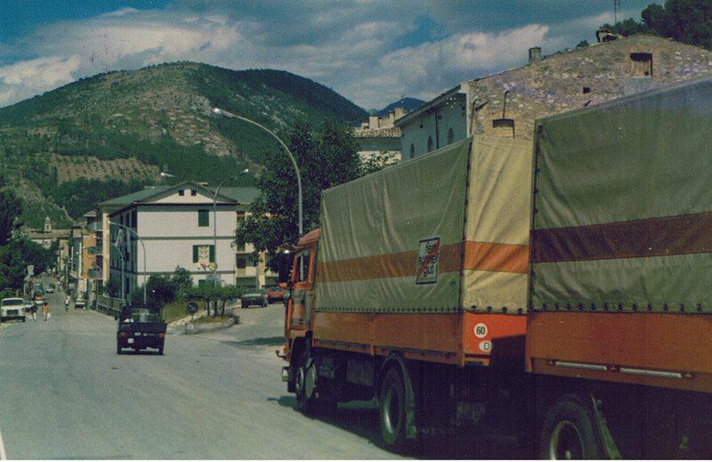 1988---Mit-einer-Ladung-Becks-Bier-nach-Popoli