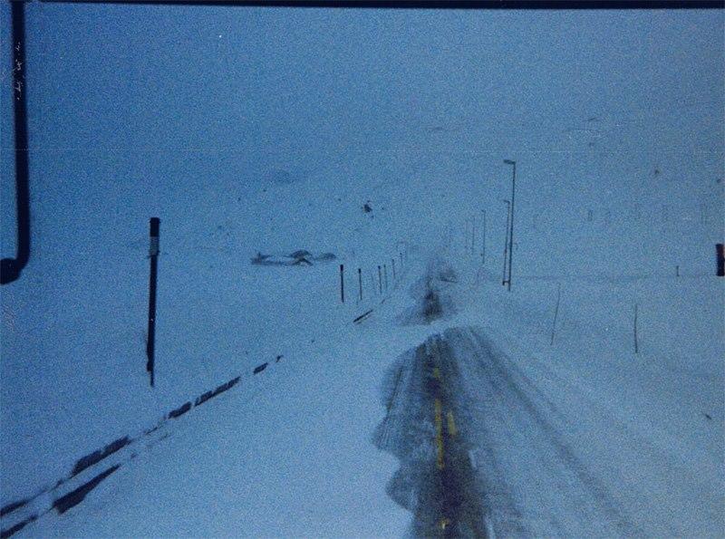 1995---Ein-Schneesturm-beginnt-auf-dem-RV11-auf-der-Hardangervidda--Norwegen
