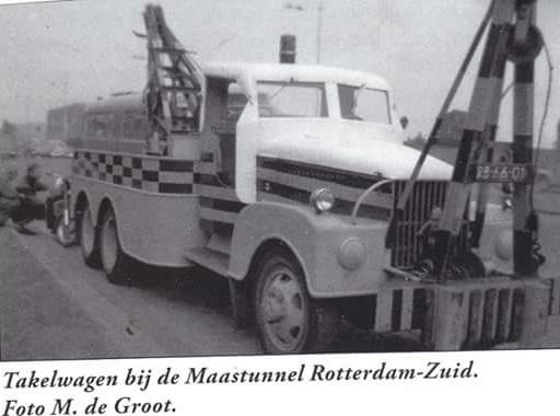 GMC-6X6-die-bij-de-maastunnel-op-wacht-stond