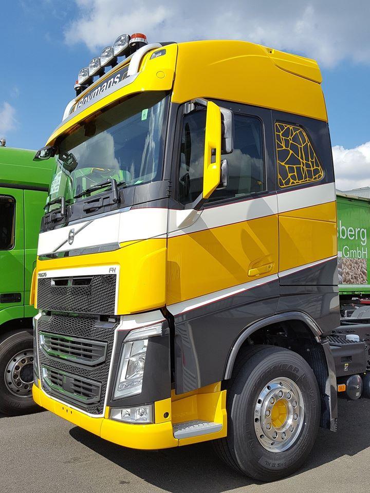 Het-geel-is-terug-Volvo-met-wipkar