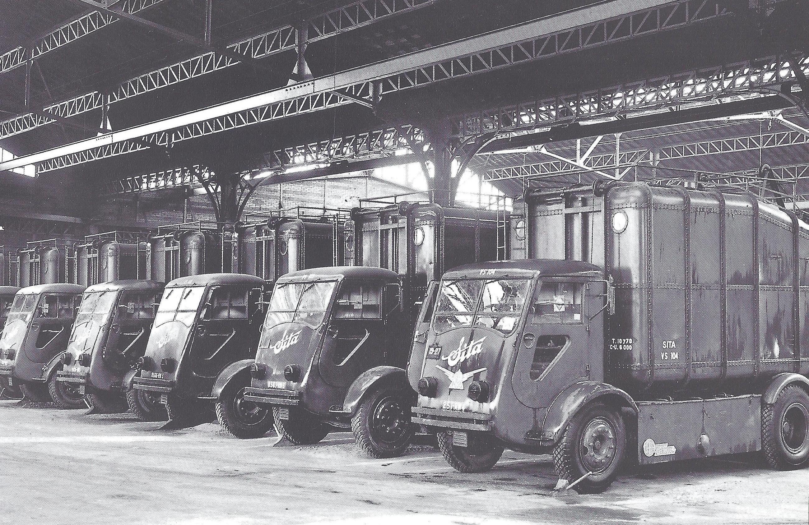 Sita-Vuilniswagens-van-Sita-in-de-Issy-les-Moulineaux-garage-tijdens-de-2e-Wereldoorlog