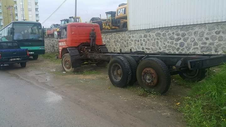 Ford-6X2-in-ruste