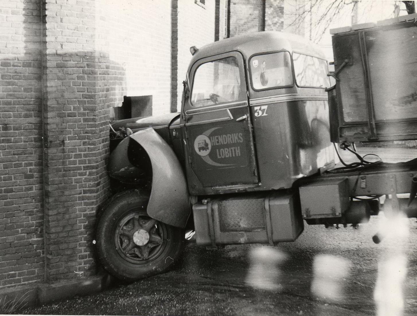 Hendriks-Lobith-Mack-B61S-VB7842-2