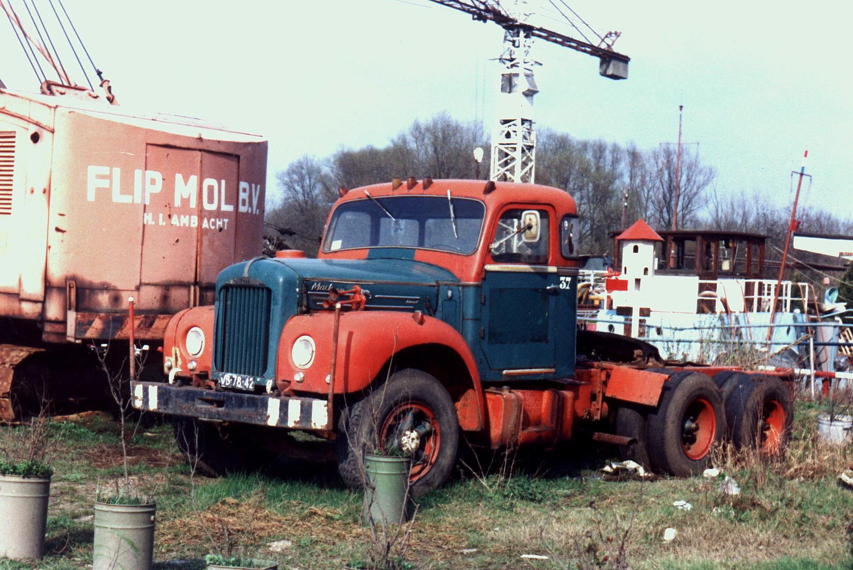 Hendriks-Lobith-Mack-B61S-VB7842-4