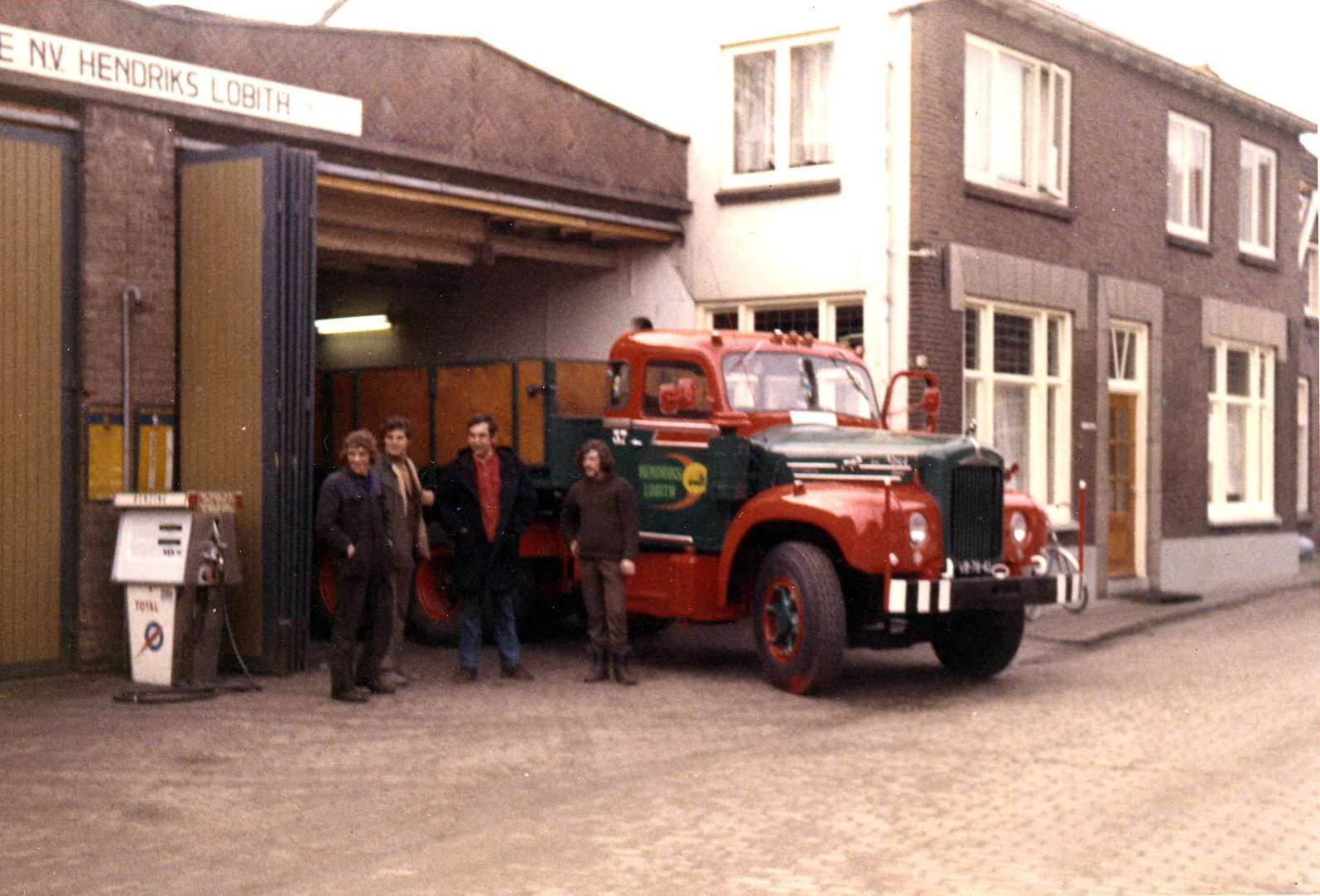 Hendriks-Lobith-Mack-B61S-VB7842