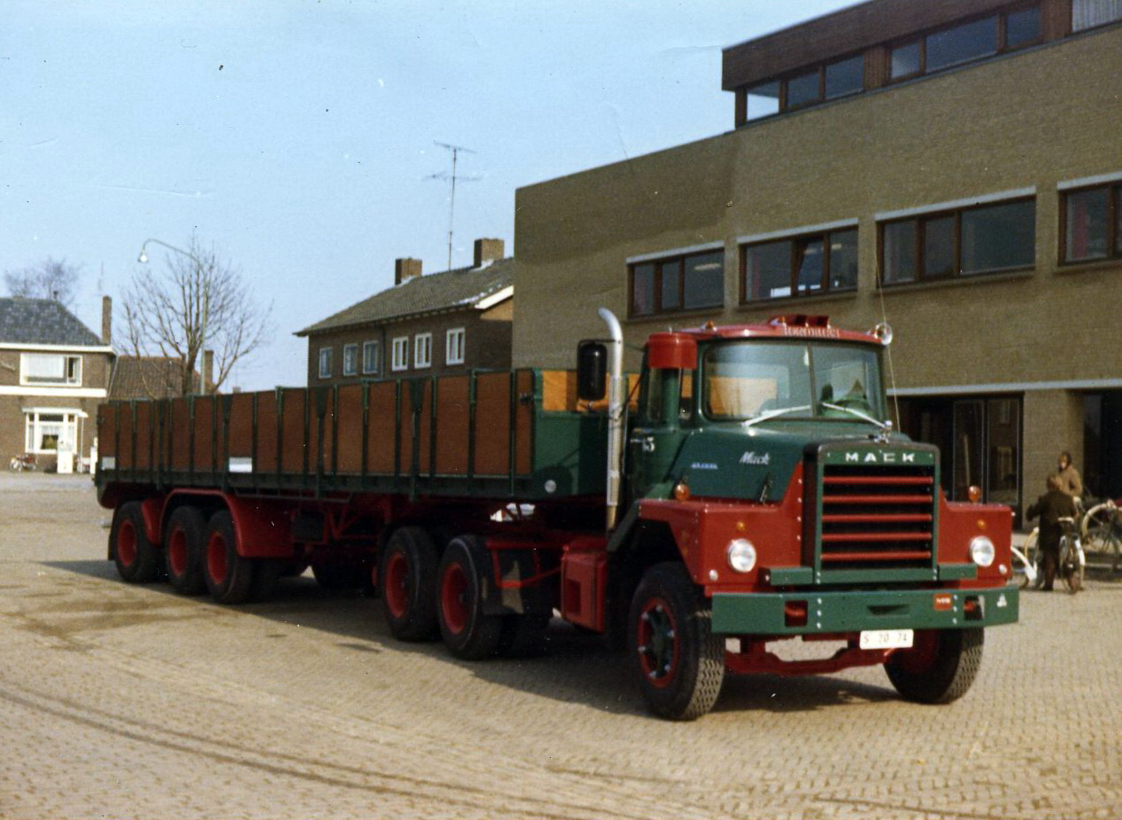 Hendriks-Lobith-Mack-DM609-S-S2074