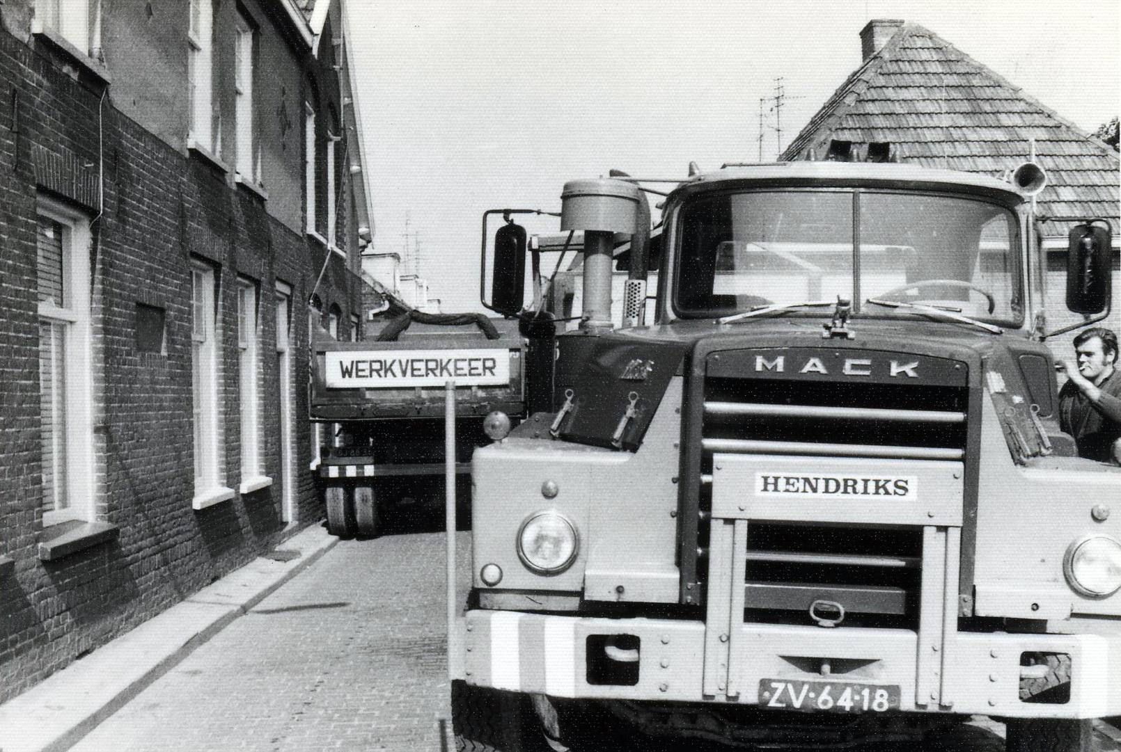 Hendriks-Lobith-Mack-DM609-ZV6418