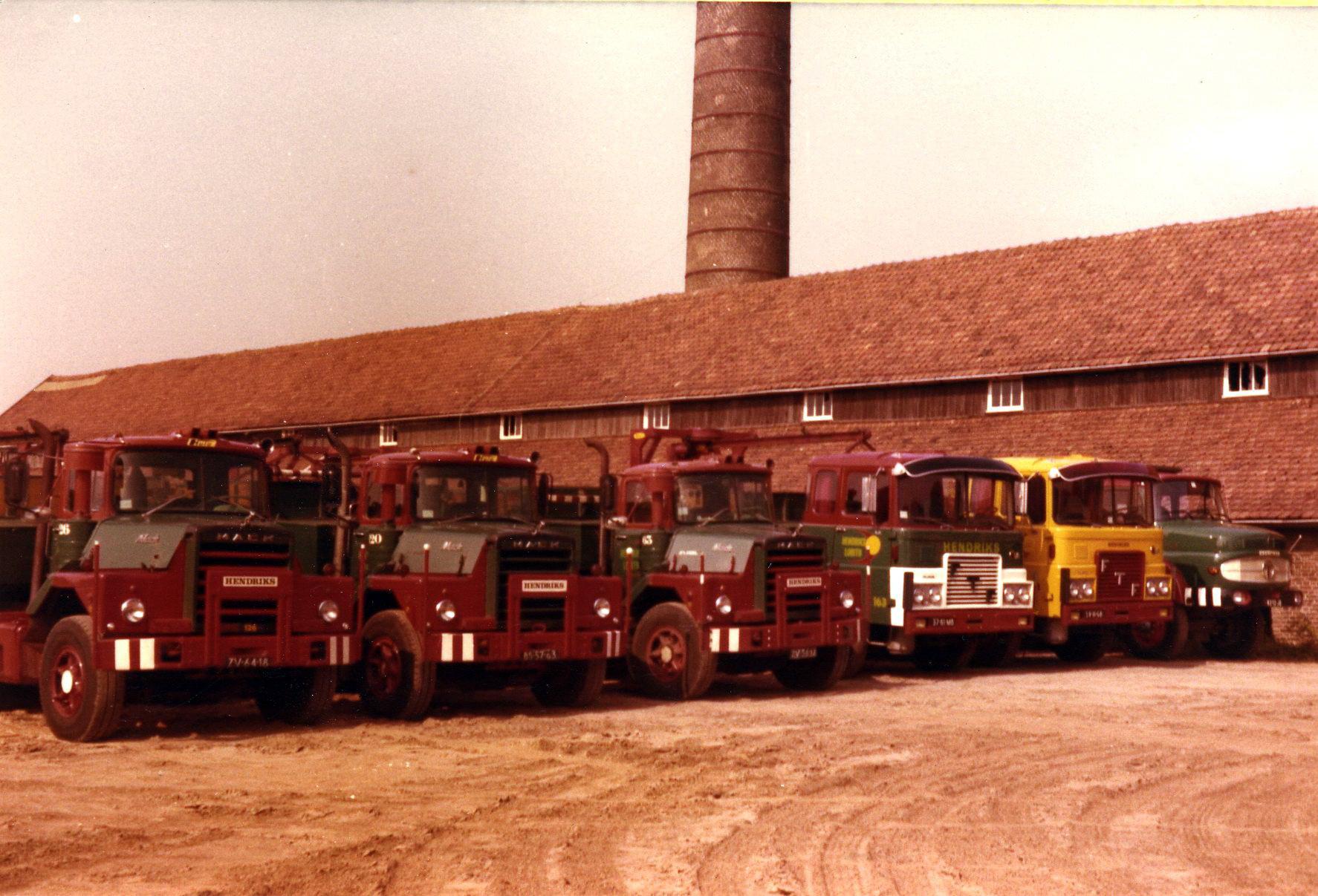 Hendriks-Lobith-3x-Mack-DM609-2x-FTF-Terberg-SF1300