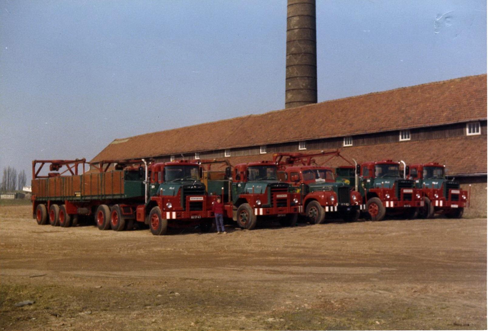 Hendriks-Lobith-4x-Mack-DM609-Mack-B43-B61