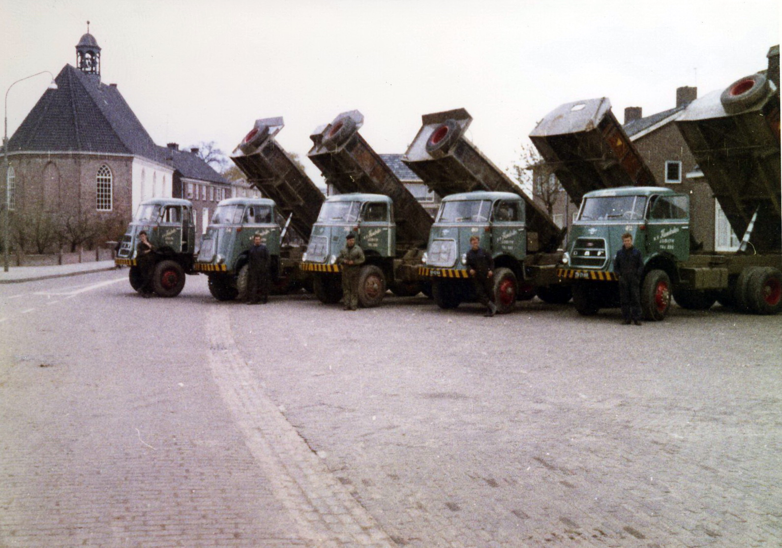 Hendriks-Lobith-5x-DAF-1900-5