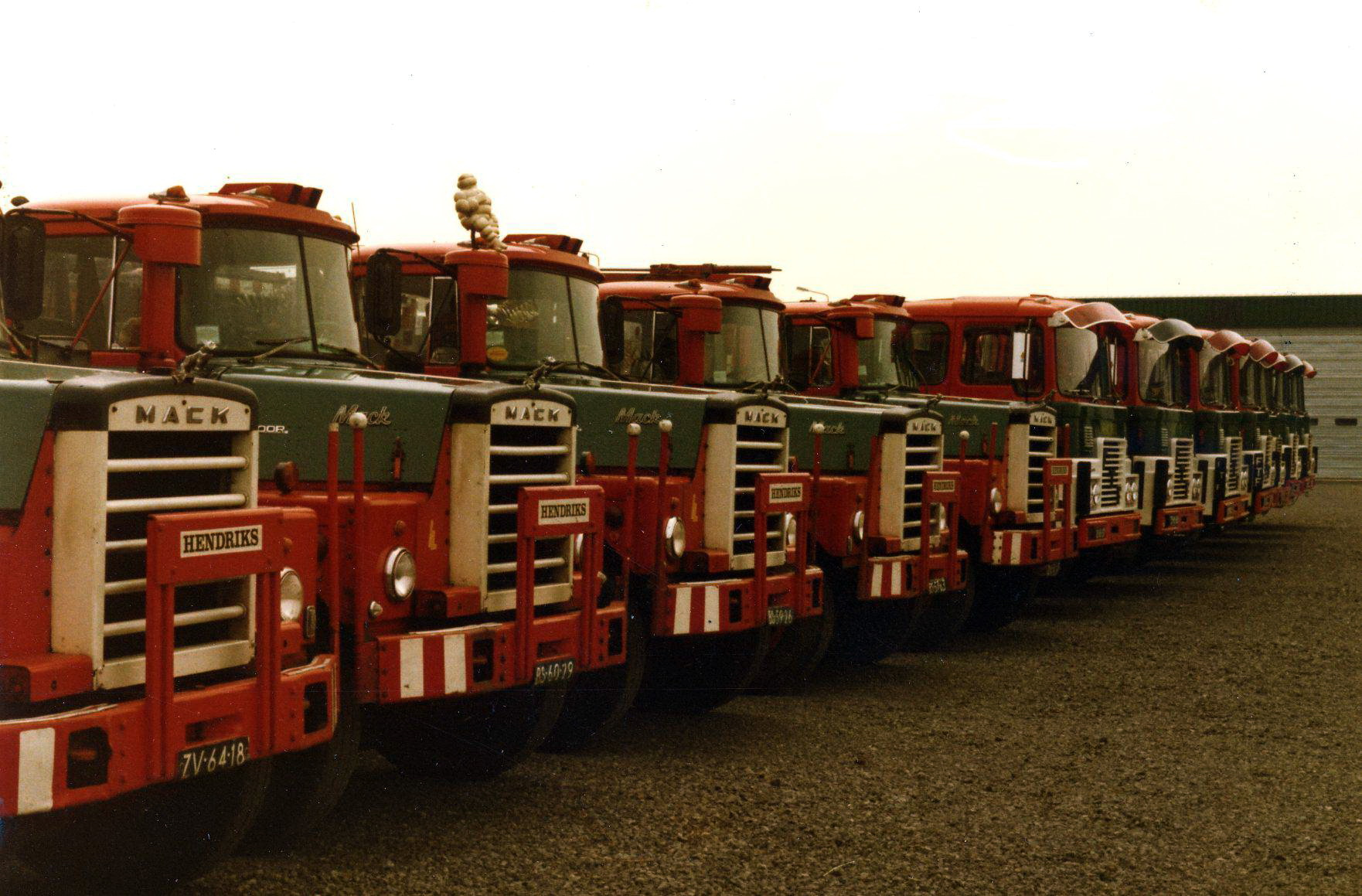Hendriks-Lobith-5x-Mack-Dm609-S-7x-FTF