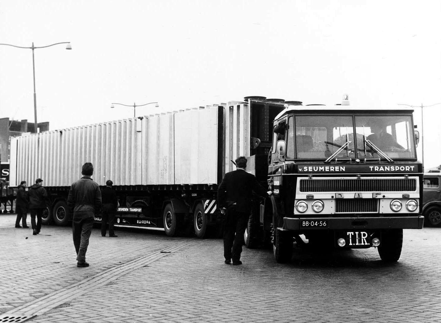 DAF-2600-DP-trekker-van-Seumeren-Uithoorn--1968