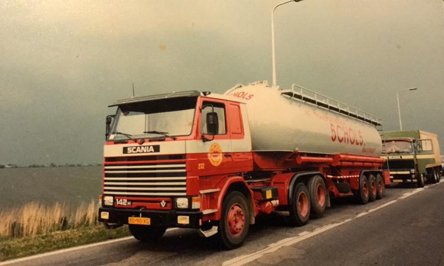 Cor-Pinkers-Scania-142-M-V-8--1980
