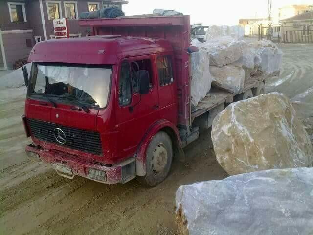 Mercedes-in-een-groeve-in-Turkije