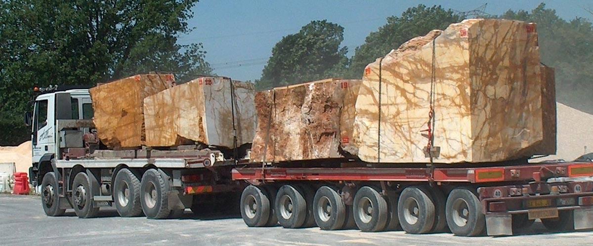Iveco-gesneden-blokken-van-ca-15-ton