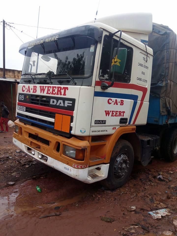 Burkina-faso--wagen-is-ex-Zwart