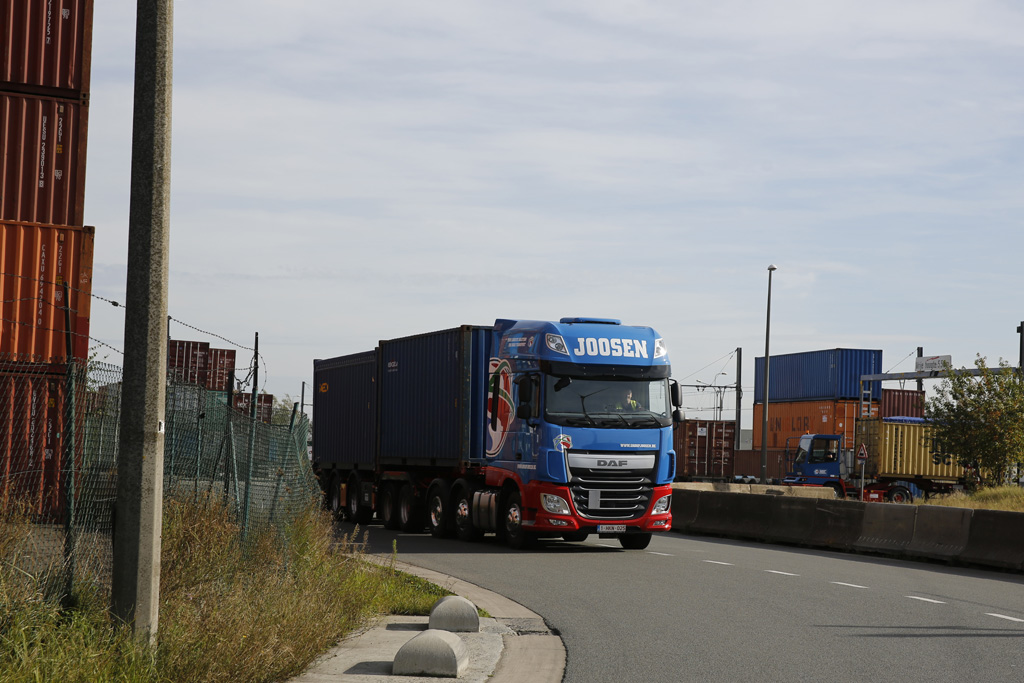 Container--groupe-8