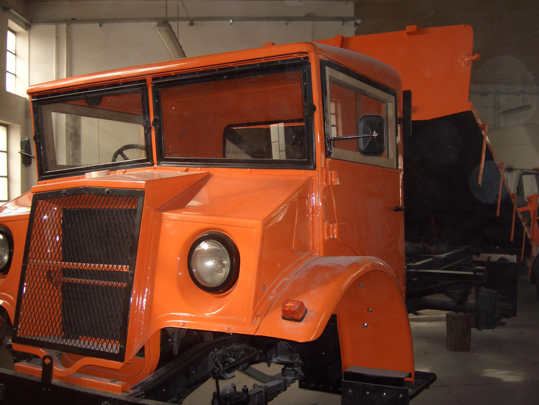 GMC--83