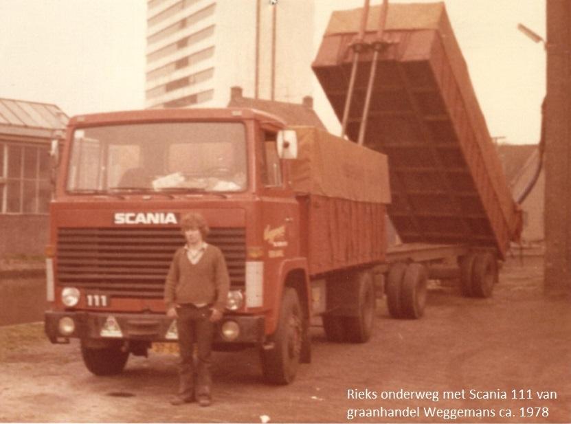 Rieks-onderweg-voor-Graanhandel-Weggemans-Ter-Apel-Scania-111-foto-gemaakt-door-Willy-Luikens-in-Schiedam-bij-Branderij-Hollandia-ca-1980