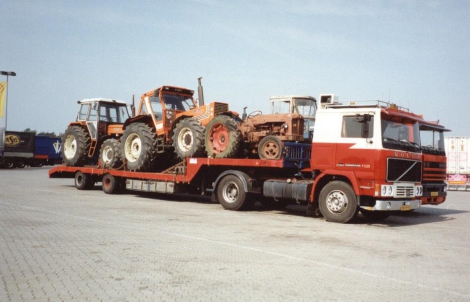 br49fv-onderweg-met-tractoren-de-daf-ernaast-is-van-bert-vijn
