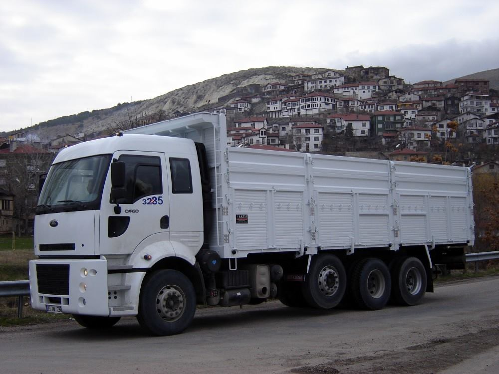 Ford-Cargo-8