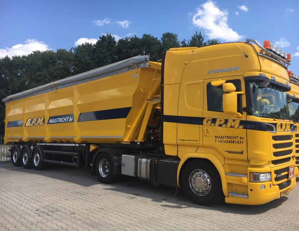 Scania-met-de-eerste-Luck-60-M3--schrotkipper